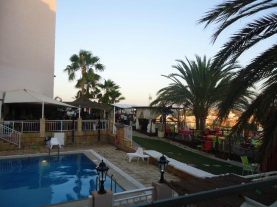 Hotel La Cumbre: jardin