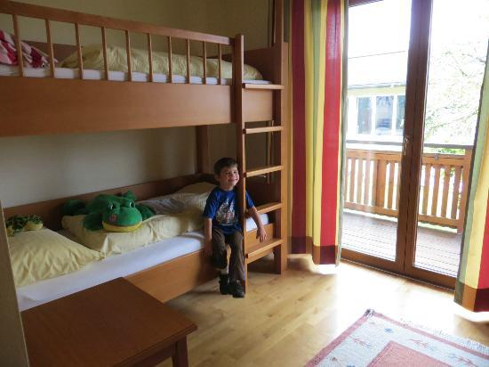 Hotel Sallerhof: kids bunk bed room with a flat screen tv, everything was very nice