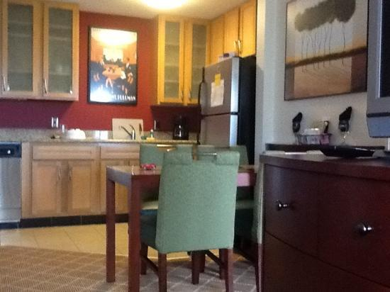 Residence Inn Hazleton : kitchen