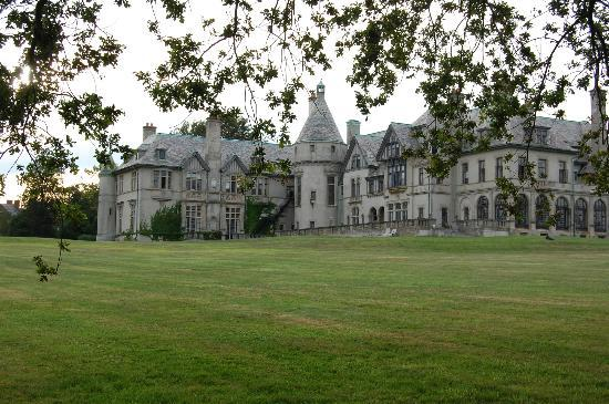 "Spring Street Inn: ""Dark Shadows"" mansion in Newport, RI"