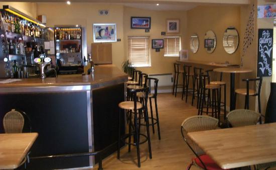 Oscars Wine Bar and Restaurant: Bar