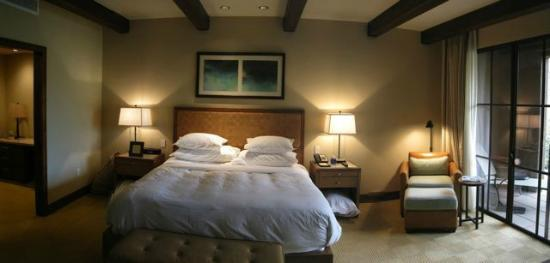 The Ritz-Carlton, Dove Mountain: Casita bedroom, patio on right.