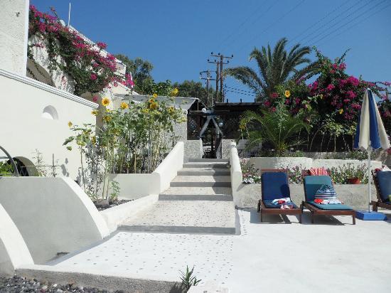 Sunflower Hotel: Lovely well kept grounds