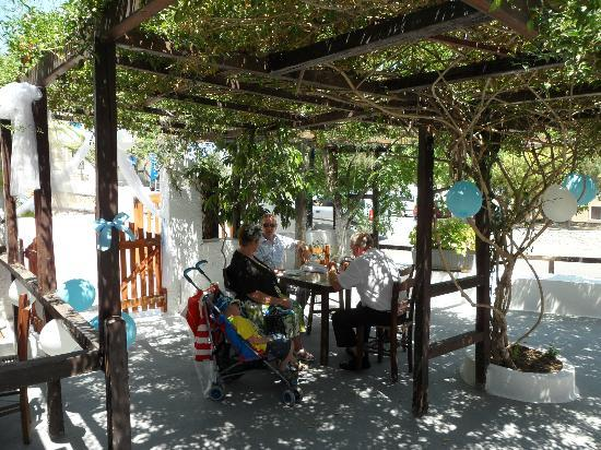 Sideris Sunflower Villa: Old taverna part of apartments