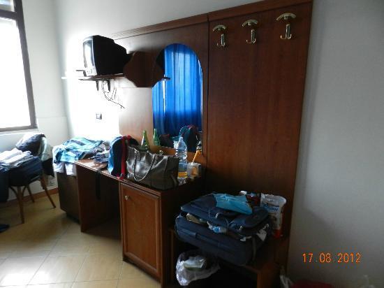 Hotel Gauro: Mobili