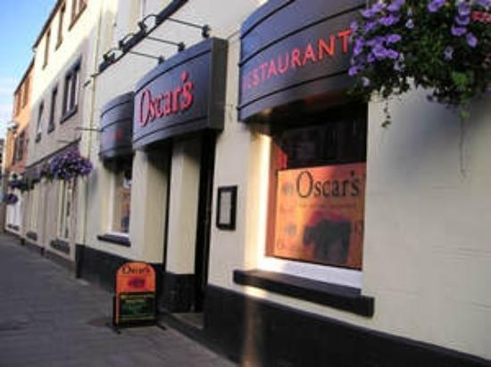 Oscars Wine Bar and Restaurant: Oscar's outside