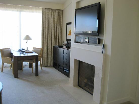 Rosewood Sand Hill: Gas fireplace
