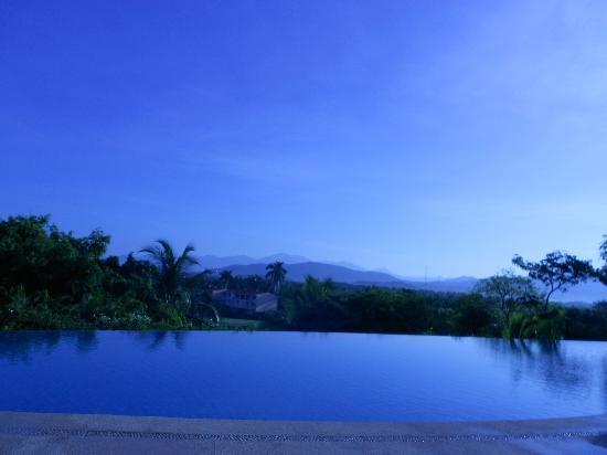 Pacifica Resort Ixtapa: Alberca frente al lobby