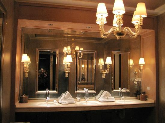 Rosewood Sand Hill: Public ladies room