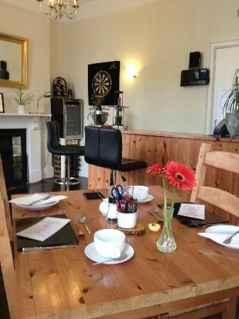 Castle Hill Guest House: Breakfast Table