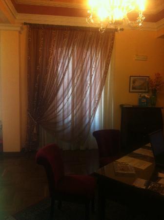 Charme B&B Alhambra : particolare della camera