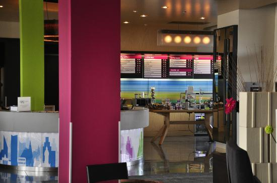 aloft Winchester: The lounge