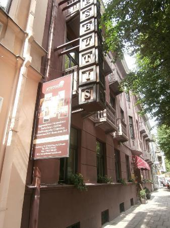 Hotel Metropolis : entrée de l'hôtel