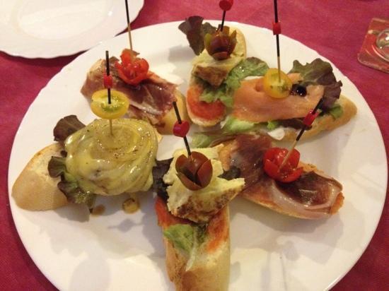 Cafe 2012 RX Lounge: Pintxo tapas breads