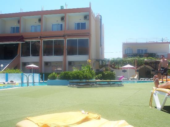 Bayside Hotel Katsaras: main building