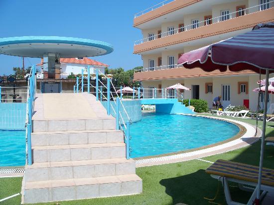 Bayside Hotel Katsaras: Pool