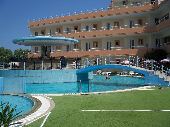 Bayside Hotel Katsaras: pool area