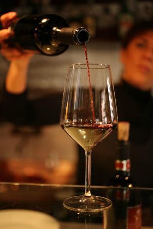 Arqua Petrarca, Italy: vino....