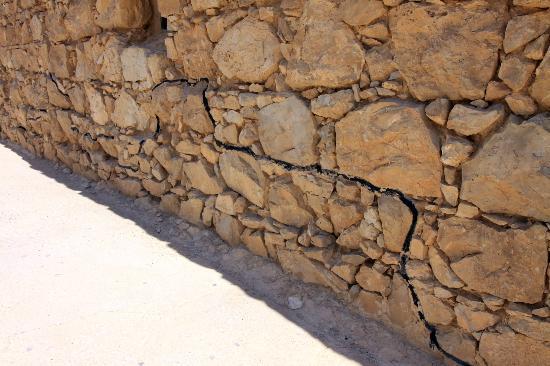 Masada National Park: Original stone walls below the black lines