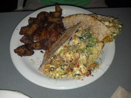 """Manatee Cafe: Breakfast Burrito with """"hash browns"""""""