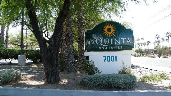 La Quinta Inn & Suites Tucson Airport: signage