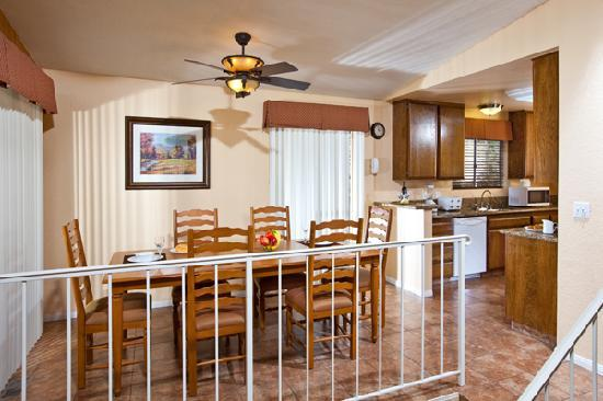 Lake Arrowhead Chalets: Fully equipped kitchens