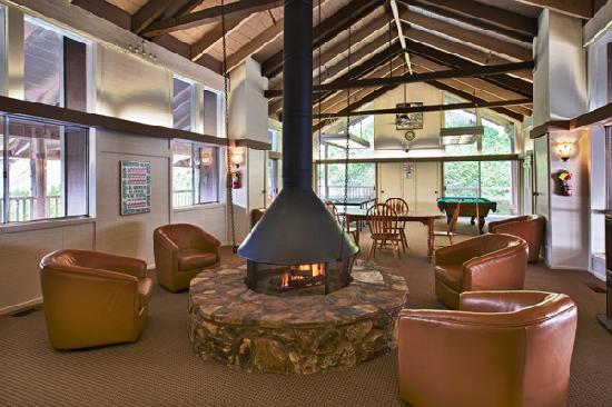 Lake Arrowhead Chalets: Clubhouse