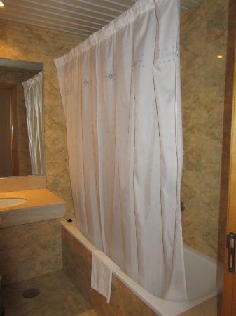 เฮชซีซีม้อนท์บลังค์โฮเต็ล: Salle de bain