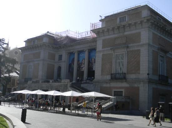 Acceso Museo del Prado, Madrid. - Picture of Prado National Museum, Madrid - ...