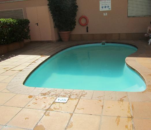 HCC Montblanc: La miniscule piscine de 1m35