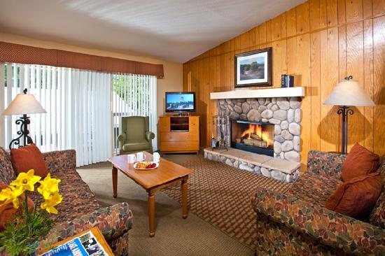 Lake Arrowhead Chalets: Living room with wood burning fireplace