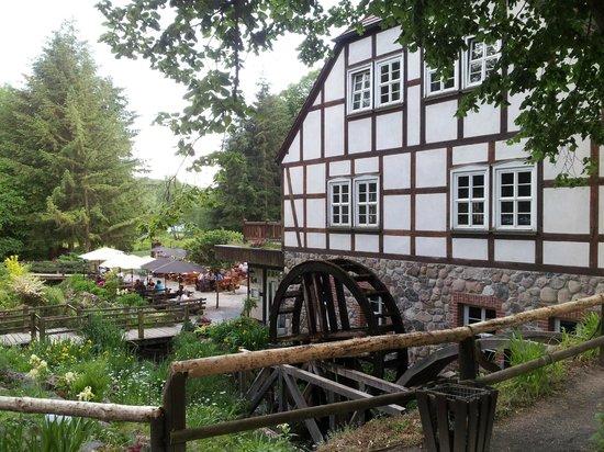 Gühlen, Deutschland: Restaurant mit Mühlenrad