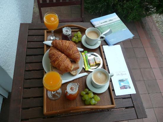 Les Genets: le super petit déjeuner avec les fruits du jardin
