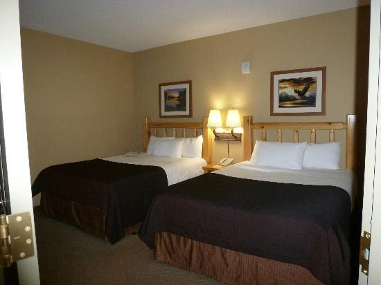 Great Wolf Lodge Concord: two queen beds