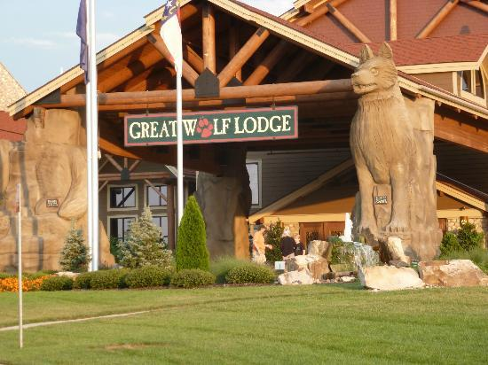 Great Wolf Lodge: main entrance