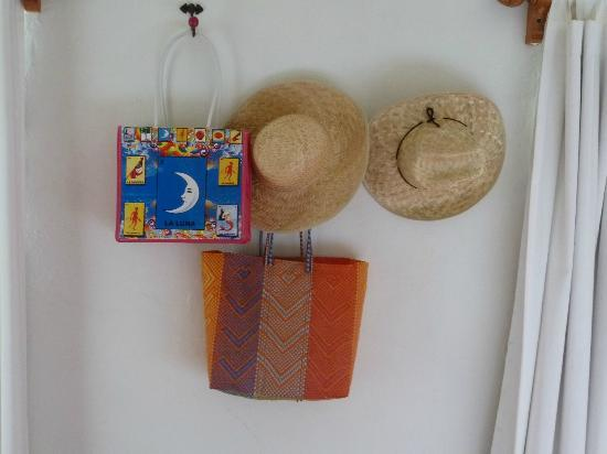 El Diablo y la Sandia Libres: You are invited to use the Hats and Bags