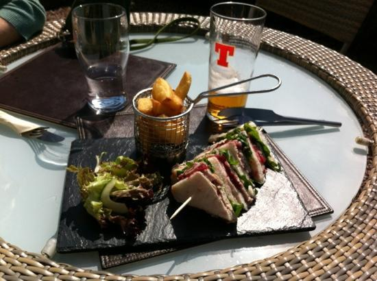 Udny Arms Hotel Restaurant : Turkey Cranberry Sandwich and chips