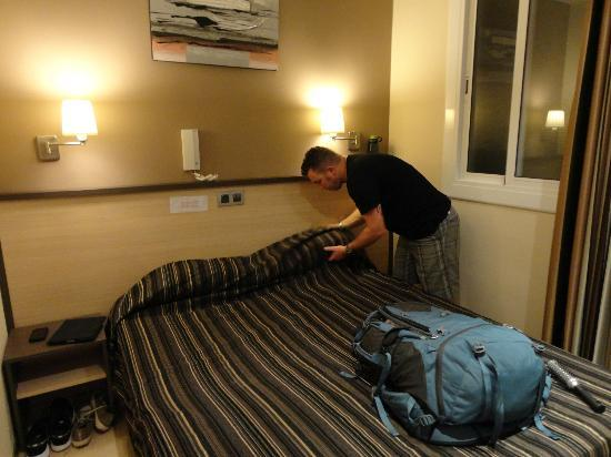 Hostal Las Flores: Room is minimal, but large armoir to store clothes and room under the bed for storage as well