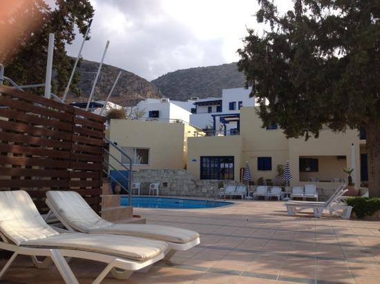Esperides Villas: piscina