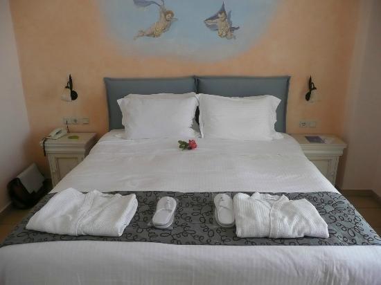 Delfino Blu Boutique Hotel: Bedroom in honeymoon suite 