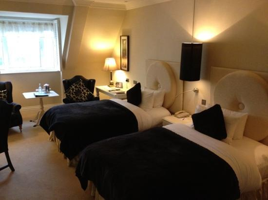 Hayfield Manor Hotel : Hayfield Manor Twin Room