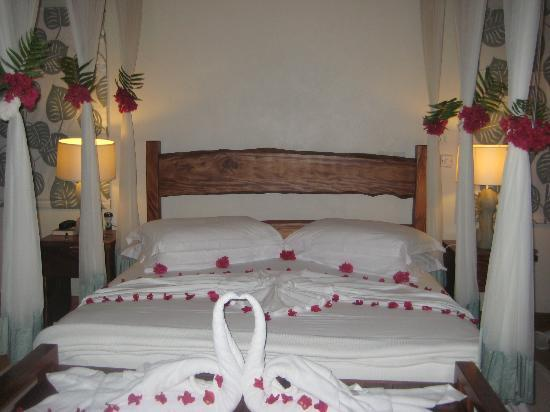 Denis Private Island Seychelles: The pretty decoration of our bed by our brilliant housekeeper!