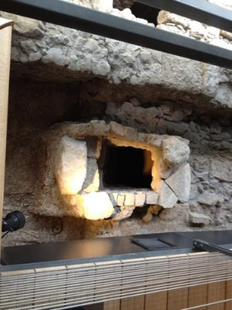 Musée Archéologique : crypt access