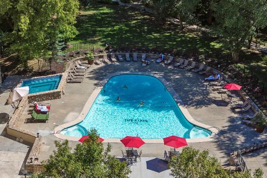 ذا إلمز هوتل آند سبا: Outdoor Pool