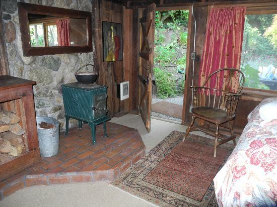 Deetjen's Big Sur Inn: Honeymoon Room back door to the garden
