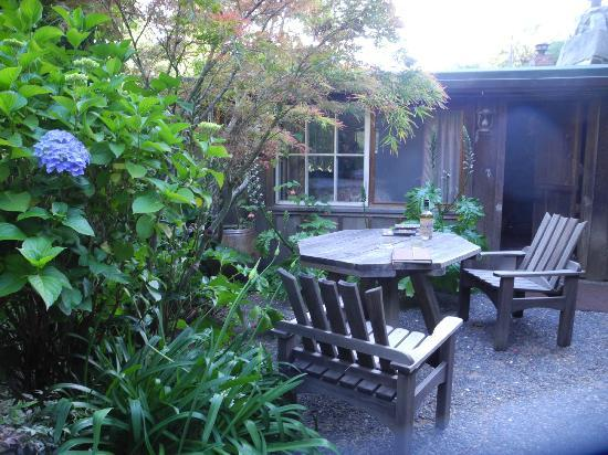 Deetjen's Big Sur Inn: Honeymoon garden