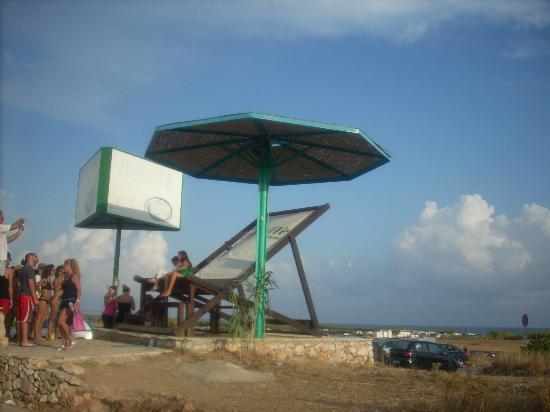 Pescoluse, Italia: Sdraio e Ombrelloni che indicano l'arrivo alle Maldive