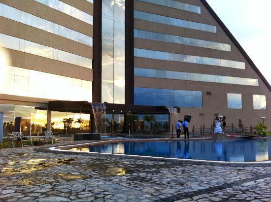 Eurobuilding Hotel & Suites Guayana: Außenansicht, Pool