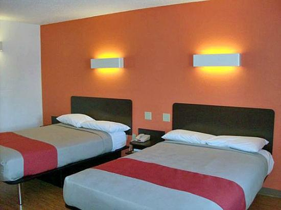 Motel 6 Winchester: Two double beds