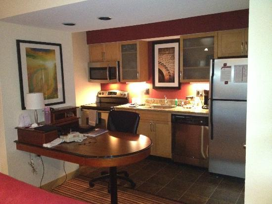 Sonesta ES Suites St. Louis - Chesterfield: View of Kitchen Area